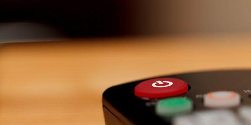 13 reasons why, suicide, televisie, afstandbediening, tv
