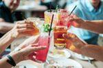 Social influencers schetsen een zorgwekkend positief beeld van alcohol