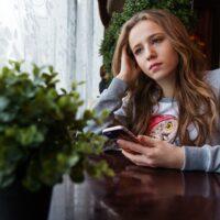 de kindertelefoon, scheiding, mentale gezondheid, angst, tieners, somber, kindertelefoon, collectieve angst, wachtlijsten, depressie bij jongeren , vroege aanpak