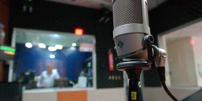 radio, reporter